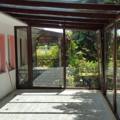 Şile Kumbaba maun renk çatı cam tavan etrafı kömmerling pvc pencere sistemli kış bahçesi modeli