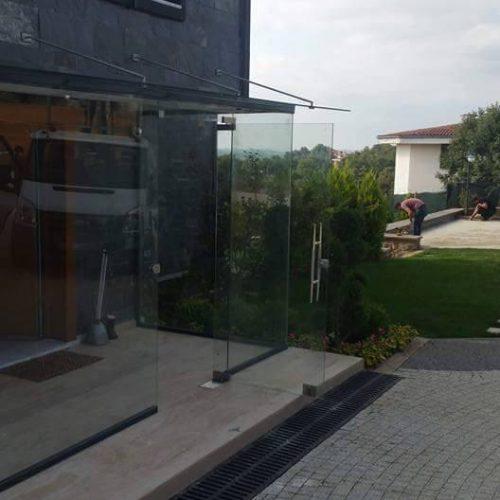 Villa Giriş Kapama Sistemleri Giriş cam kapı çatı askı cam yapılması